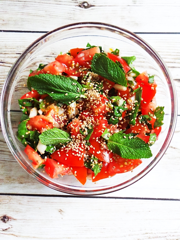 Super fresh tomato mint salad to enjoy as a side dish with your lunch or dinner! This healthy salad is full of vitamins and minerals!