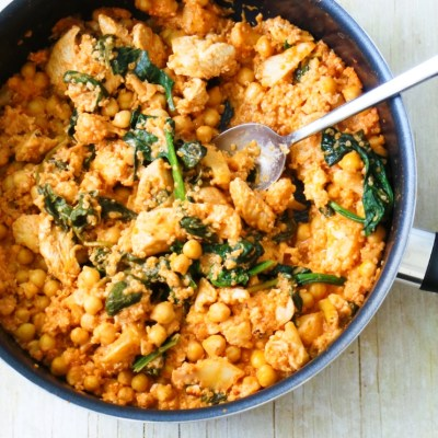 One Pan Healthy Chicken And Quinoa With Spinach & Chickpeas