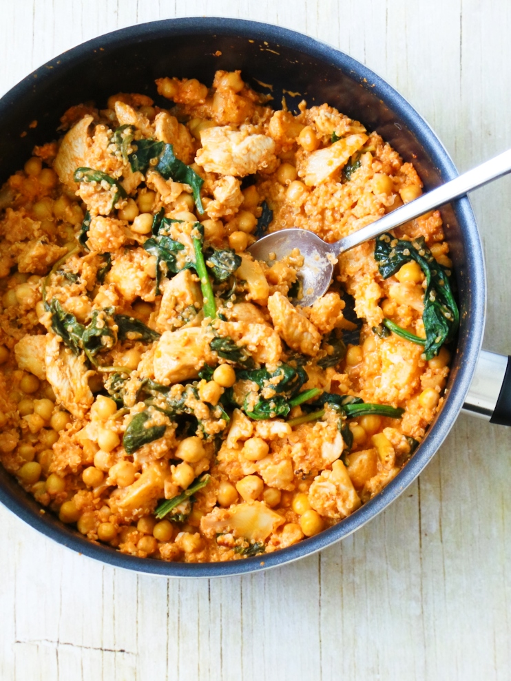 One-Pan Quinoa and Chicken! This healthy and easy quinoa recipe is ready in less than 30-minutes, is high-fiber, gluten-free and high-protein! Perfect healthy weeknight dinner!
