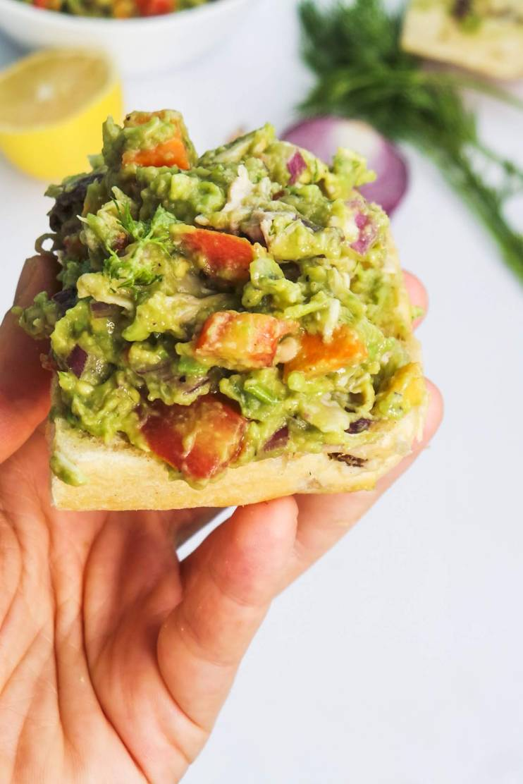 Healthy chicken salad with avocado - an easy paleo low carb chicken salad recipe that is filled with vegetables, protein and healthy fats - healthy and delicious, perfect for a healthy snack or clean eating lunch!