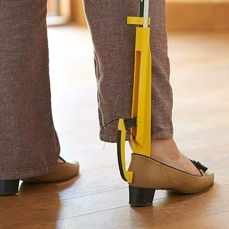 Retrieve your shoes and hold them in place using the claw on the Shoe Helper. Slide In Your Feet Protect the backs of the shoe by easily sliding your feet into the shoe using the contoured Shoe Horn.