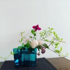 アァルトの花器、じつは難しいのです。枝づかいと片寄にした生け方で正解!