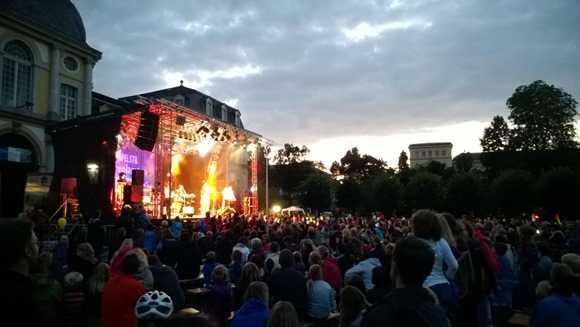 Nokia Lumia 925 Torchlight Concert
