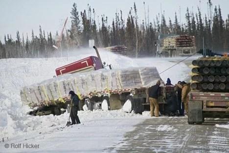 Un camión se ha salido de la calzada en la Dalton Highway a causa del hielo