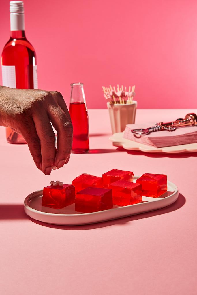 Rosé-cocktails-滚球体育apphellofresh-wine-club-rosé-jello-shots