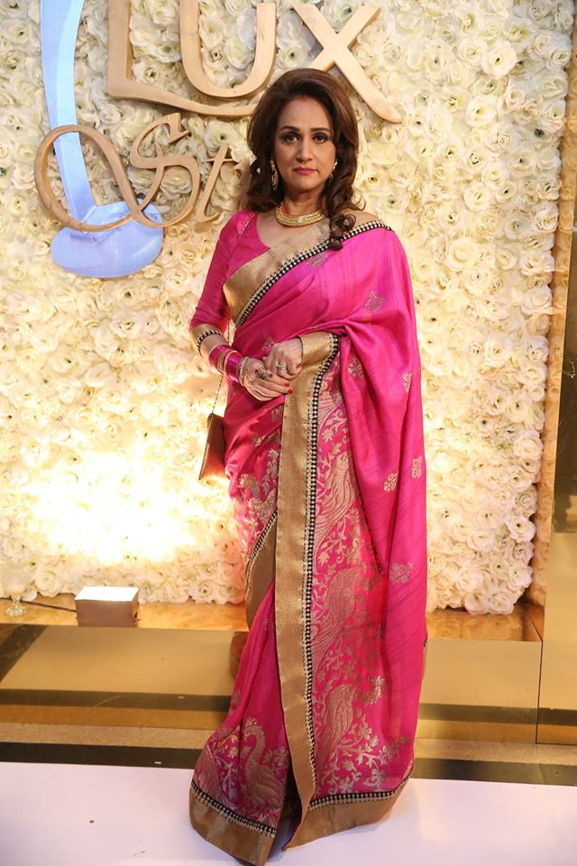 Bushra Ansari in pink saree