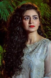 Hajra Yamin Height, Weight, Age, Body Measurement, Bra Size, Husband, DOB