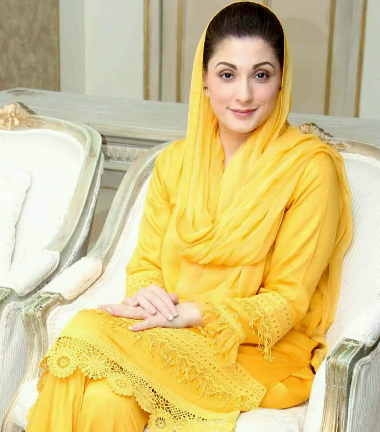 Top 10 Most Beautiful Female Politicians Of Pakistan-6444