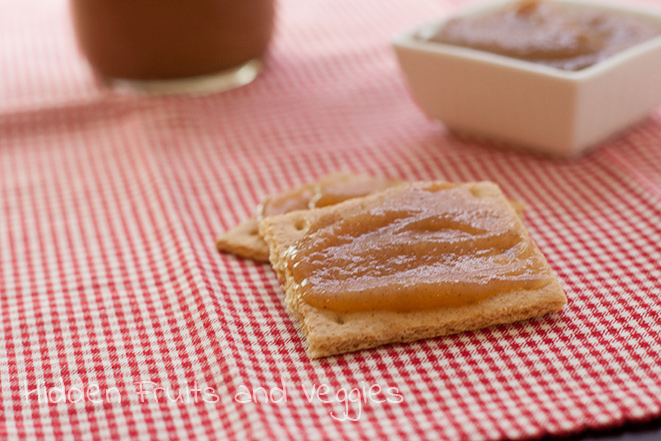 Naturally Sweetened Apple Butter slathered on Annie's graham crackers. #Giveaway on @hiddenfruitnveg ending 11/5/2013