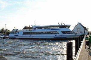 Fahrgastschiff Stralsund am Wassertaxi-Anleger