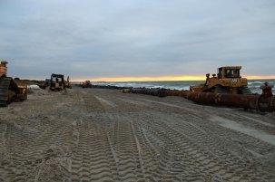Neuaufgespülter Sand am Strand in Kloster