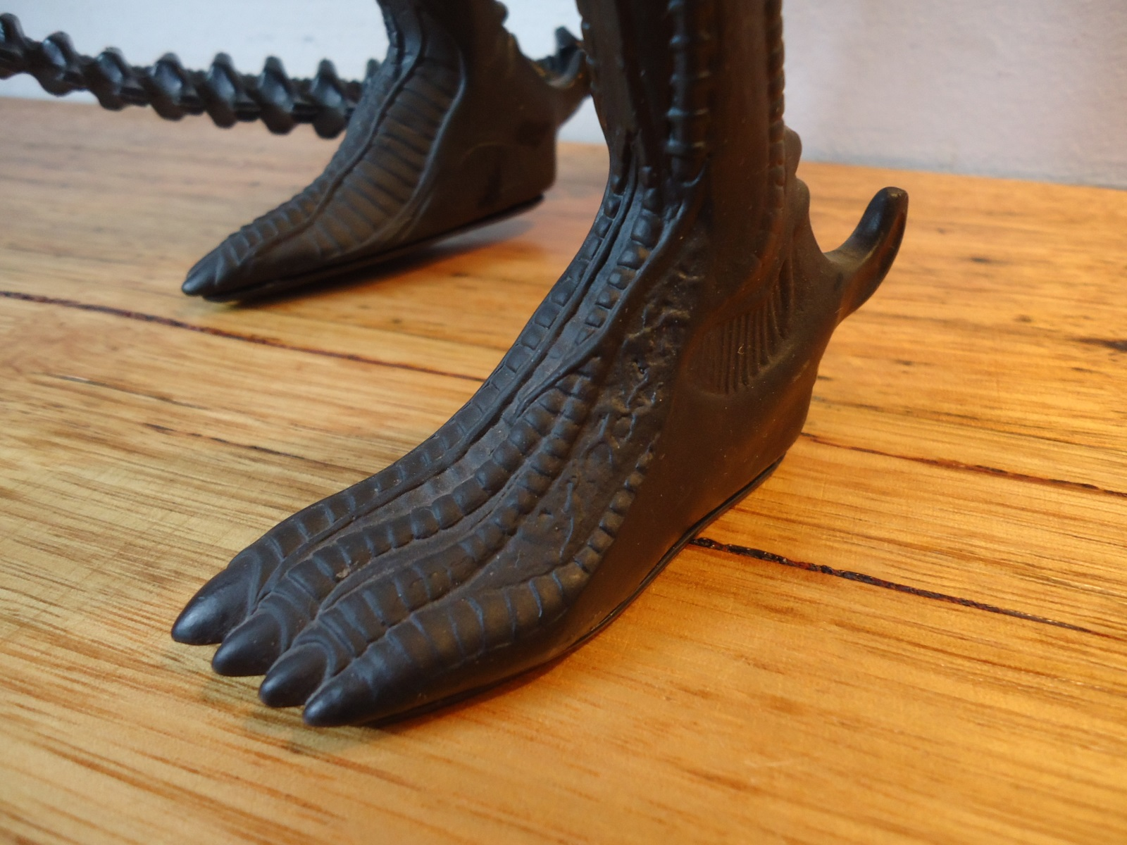 The right foot of the 1991 Halcyon ALIEN model kit.
