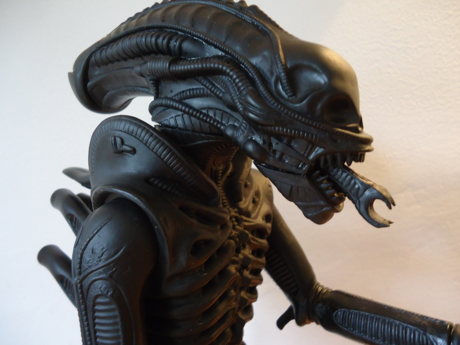The head with the rubber carapace removed from the 1991 Halcyon ALIEN model kit.