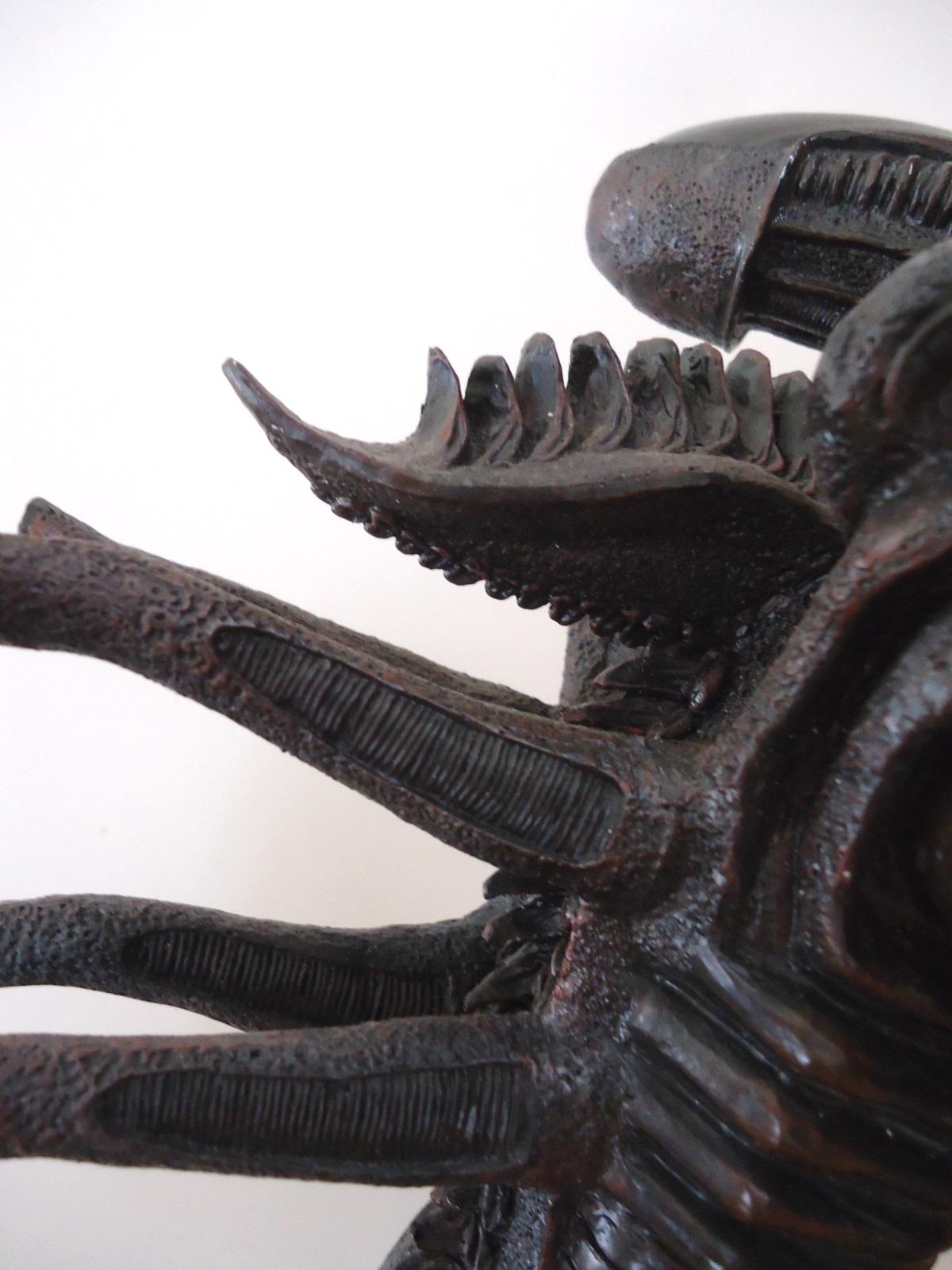 Palisades ALIEN Signature Statue