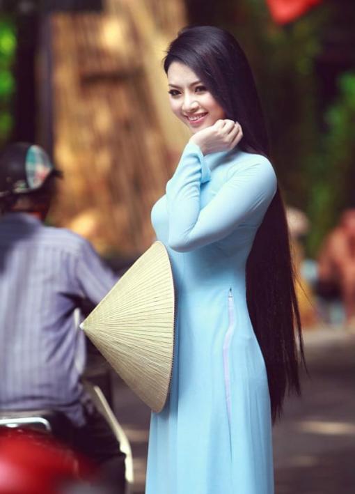 light-blue-ao-dai-vietnam