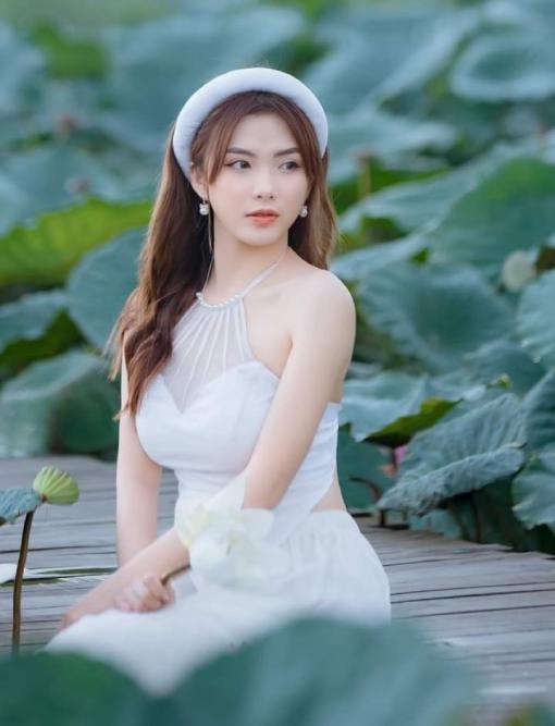 White Vietnam Bib