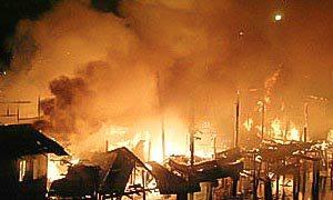 Tientallen doden bij brand in vluchtelingenkamp