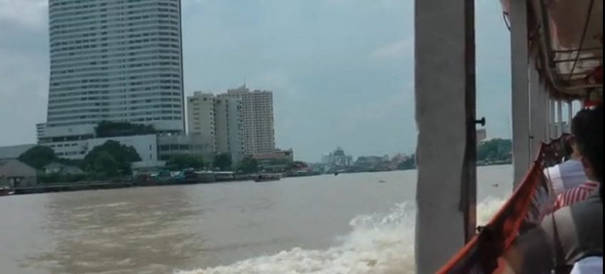 met de boot over de chao phraya