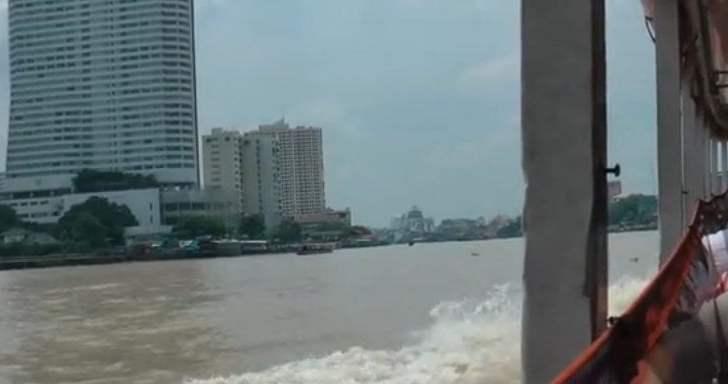 Met de boot over de Chao Phraya in Bangkok (video)