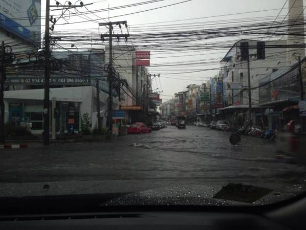 tropische storm in bangkok