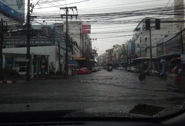 Schade door tropische storm in Bangkok