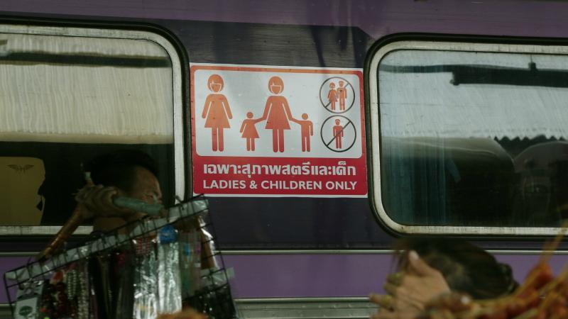 Aparte wagons voor vrouwen en kinderen in Thaise treinen