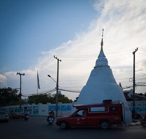 Het zijn snelle tijden, we hebben weinig tijd. Snelle en directe informatie willen we. Nou, voortuit. Hier is Chiang Mai in drie minuten video.