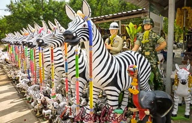 Zebra bij een heiligdom in Thailand