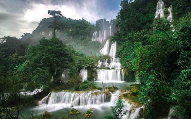 watervallen in thailand beklimmen
