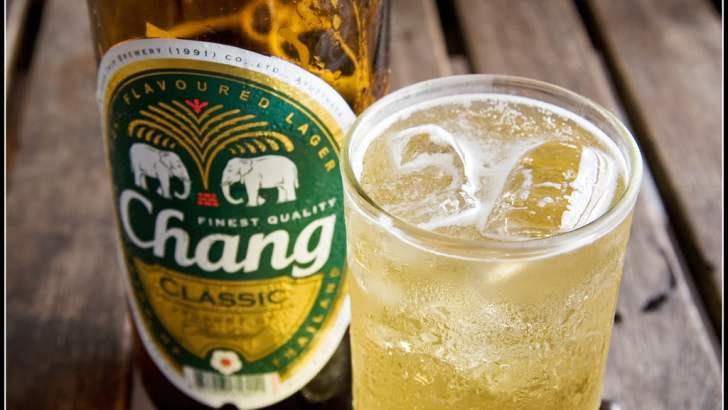 In Thailand drinken ze bier met ijs