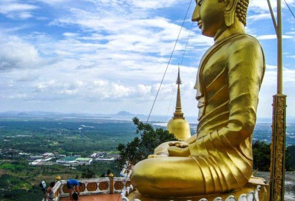 Ruim 1200 treden naar de Tijger Tempel in Krabi