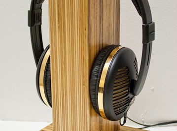 example headphone stand from Oscarsaudio