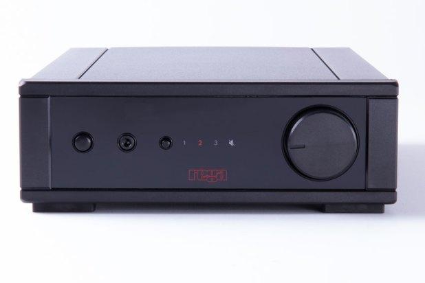 Rega io Amplifier 01
