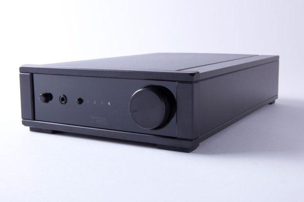 Rega io Amplifier 05