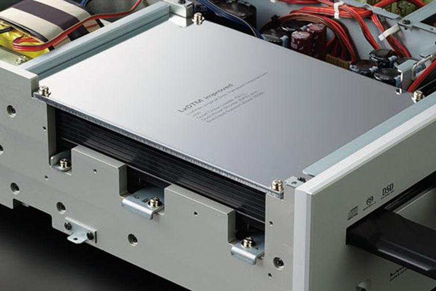 Luxman D 10X Super Audio CD Player 03