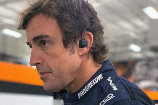 Bang Olufsen BeoPLAY E8 Sport Fernando Alonso Limited Edition 01