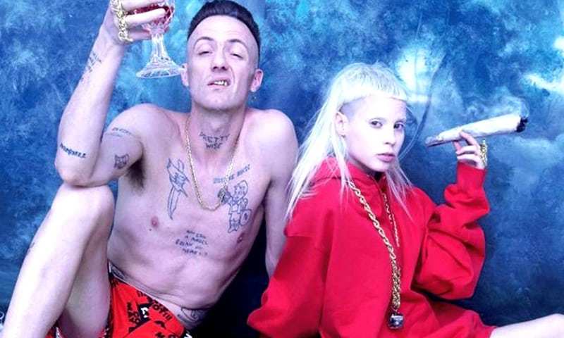 How To Roll A Joint With Die Antwoord: Onion Blunt
