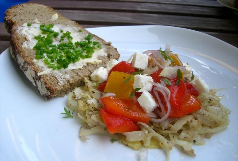 Lauwarmer Paprika Salat auf gedünstetem Sherry-Fenchel