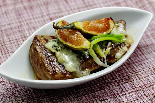 Steak mit Roquefort und Feigen