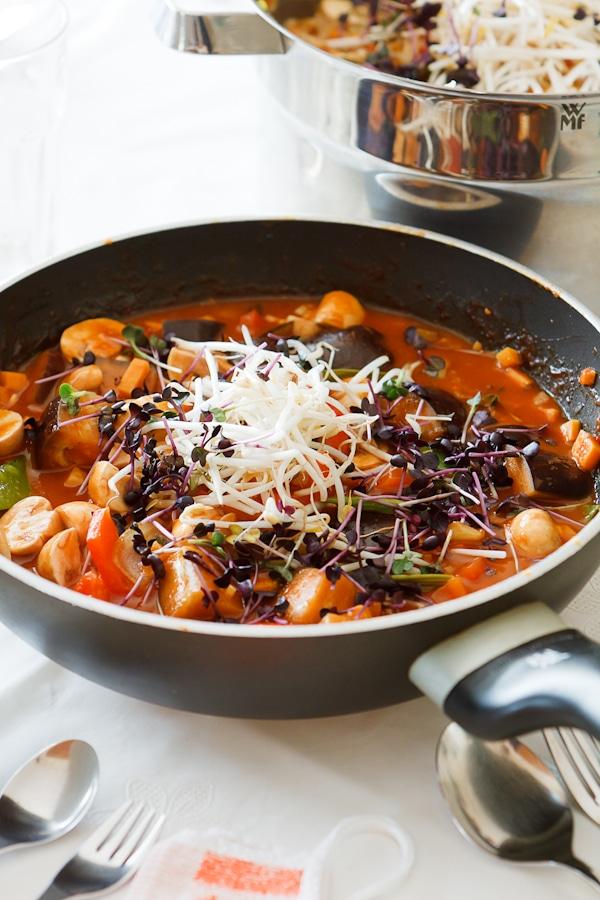Rotes Thai Curry mit Auberginen
