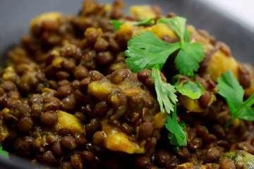 Dal Dhokli - Linsen mit Weizenklößchen