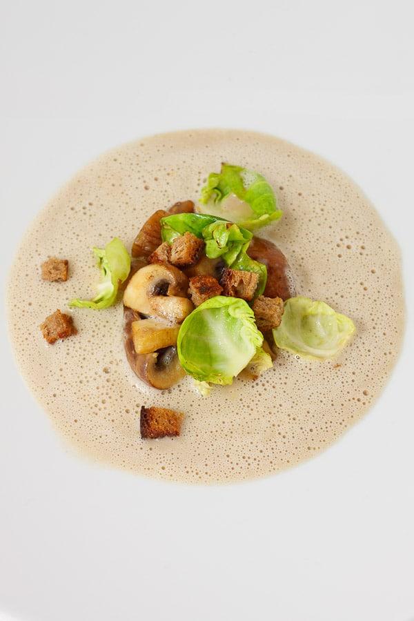 Maronen-Suppe mit Rosenkohl und Champignons
