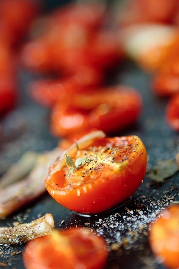 Pasta mit ofengeschmorter Tomatensauce