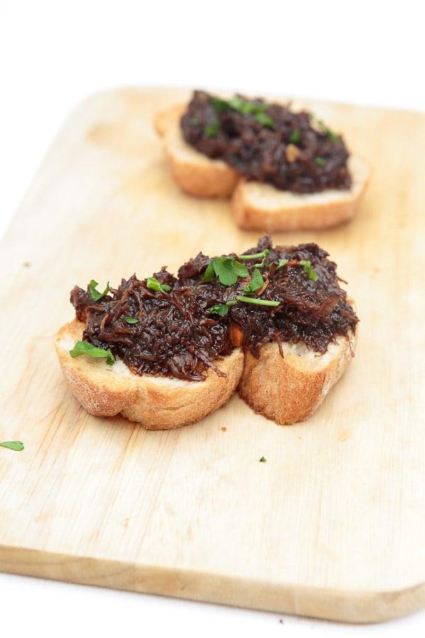 Crostini mit Kalbsbäckchen-Ragout