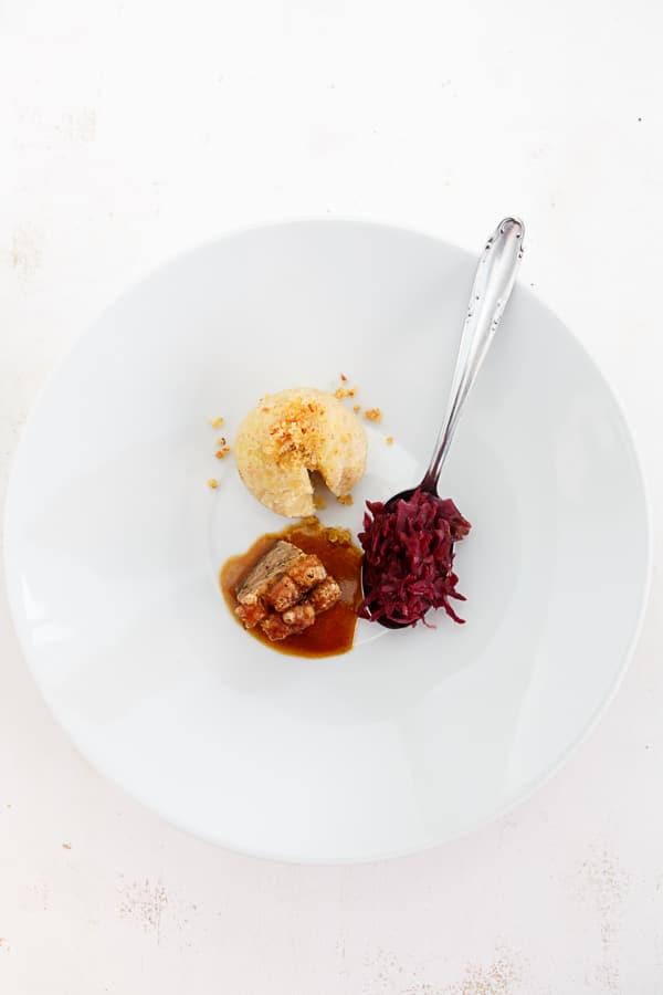 Fränkisches Schäuferla mit Kartoffelknödel und Rotkraut