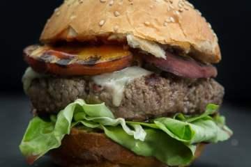 peach-burger-grey-goose-2