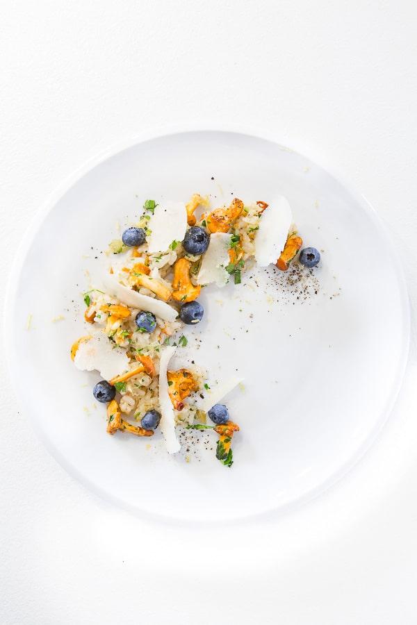 Pfifferling-Risotto mit Heidelbeeren