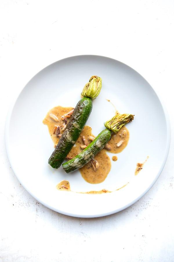 Zucchini mit Mandelsauce und Ras-el-Hanout