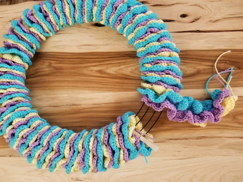 how to wrap the spiral garlands around the wreath frame