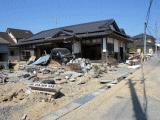 津波で倒壊した家屋1